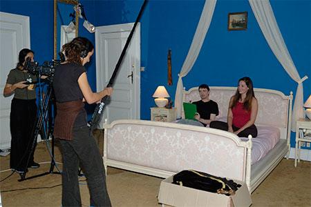 louer son bien immobilier pour des tournages blog immo panneaux le blog immo. Black Bedroom Furniture Sets. Home Design Ideas